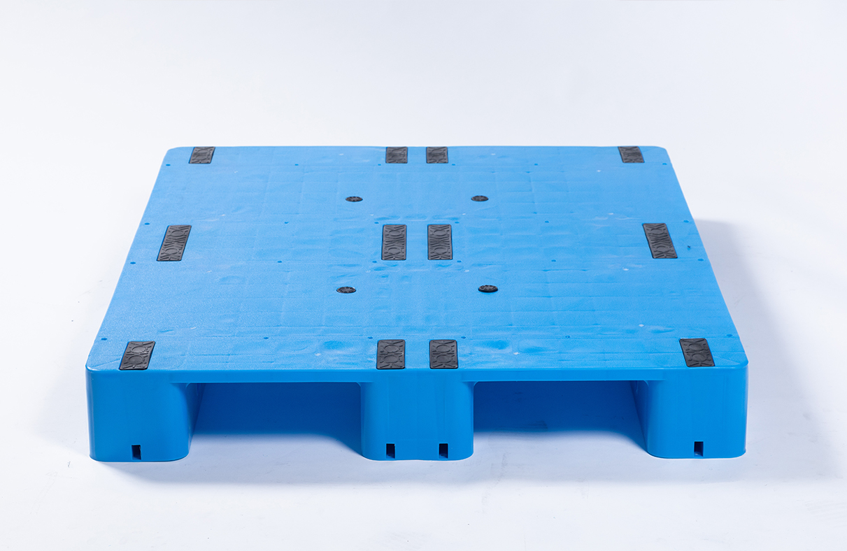 Plastic pallet inspection standards and methods